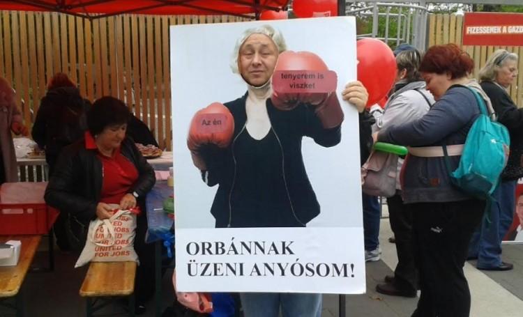 Orbán Viktornak üzentek a szocialisták Debrecenben