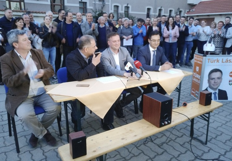 Debrecenben mindenkit agyonvert a fideszes jelölt