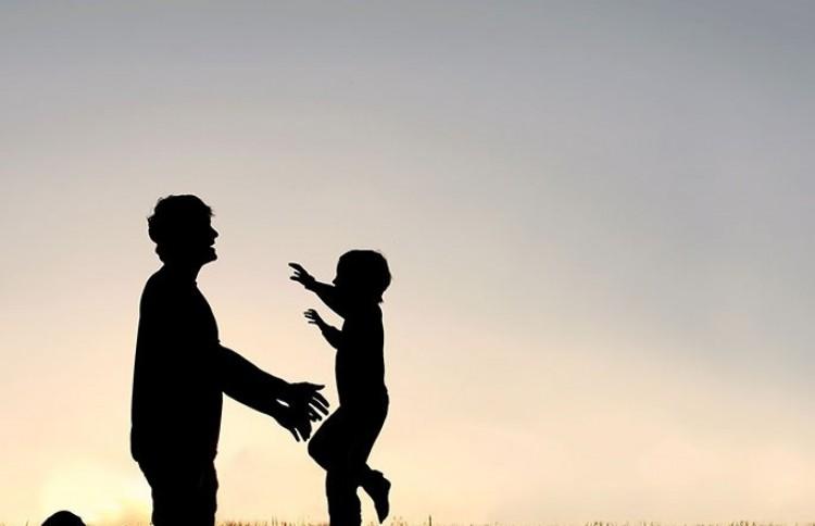 Apa is csak egy van, aki ugyanúgy szeret!