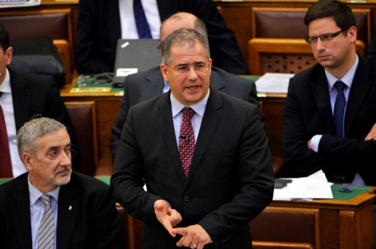 Hoppá! Kósa Lajos utasítja Orbán Viktort