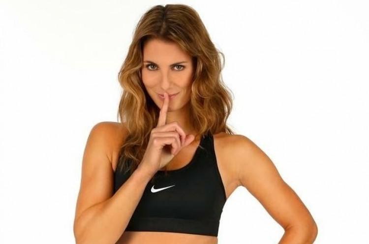 Terhesen játszik Wimbledonban a szexi teniszezőnő