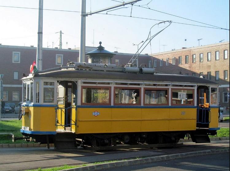Debrecenben még a villamoson is karnevál lesz