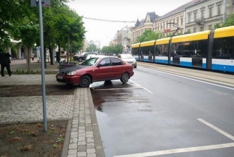 Debrecenben két napig még a parkolóhelyeken is tilos megállni