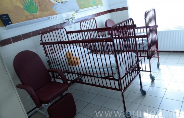 Beteg gyerekek kaptak új ágyakat Debrecenben