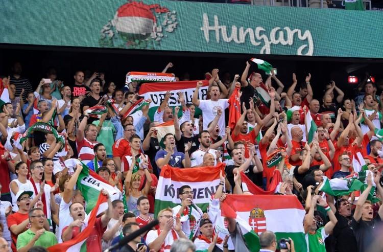 Magyar zászlót égettek a románok Kolozsváron