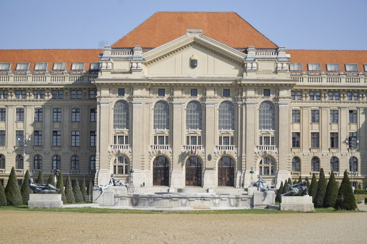 Csőtörés miatt nincs tanítás a Debreceni Egyetemen