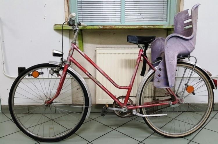 Egy migráns lopott biciklivel tekert Budapest felé. Az autópályán!