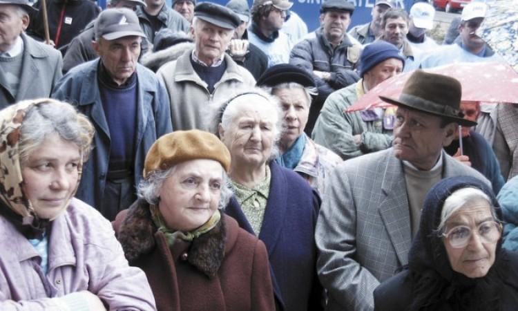 Az MSZP majdnem Kánaánt ígér a nyugdíjasoknak