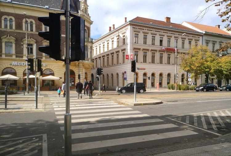 Debrecenben minden zugba lámpát telepítenek?