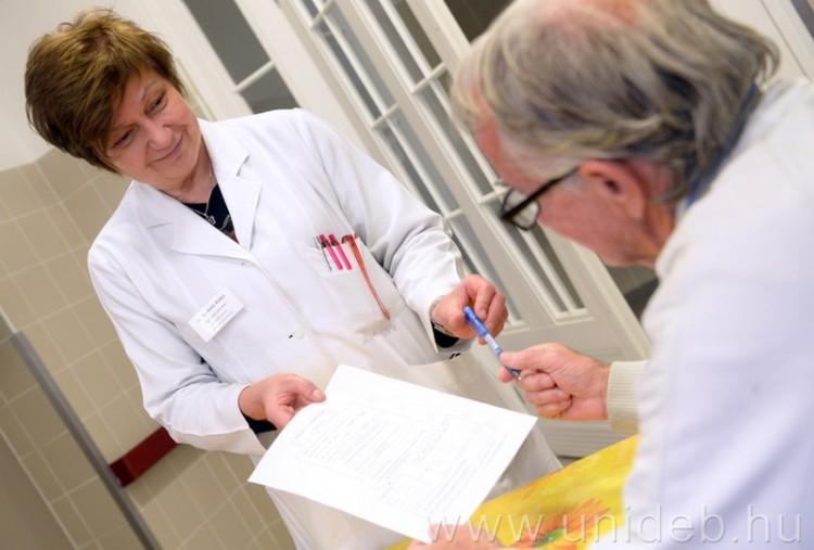 Debreceni innováció: percek alatt elvégezhető demencia-teszt