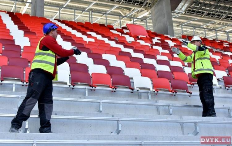 Már piros-fehérben a miskolci stadion!