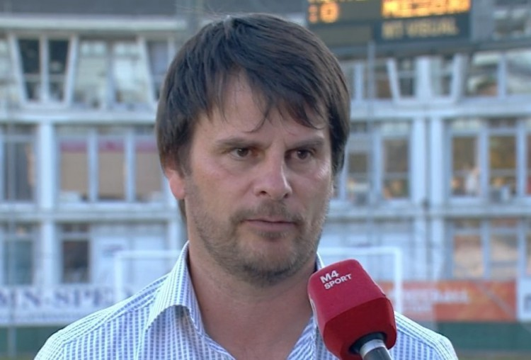 A stadionavató napján rúgták ki az edzőt - ez is a magyar foci!