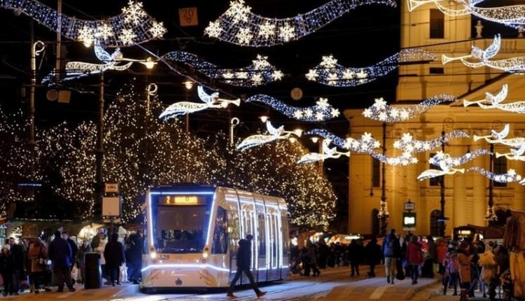 Újra indulnak az adventi élőzenés villamosok Debrecenben
