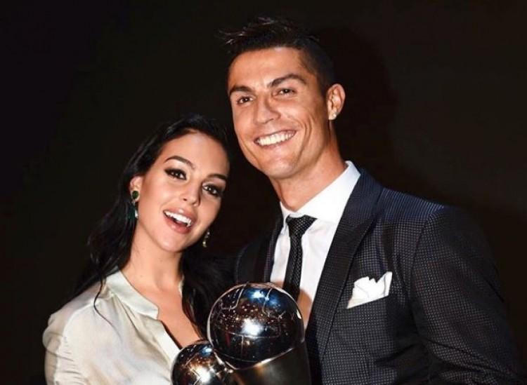 Családi fotó: Cristiano Ronaldo, a kedvese és az összes gyereke!
