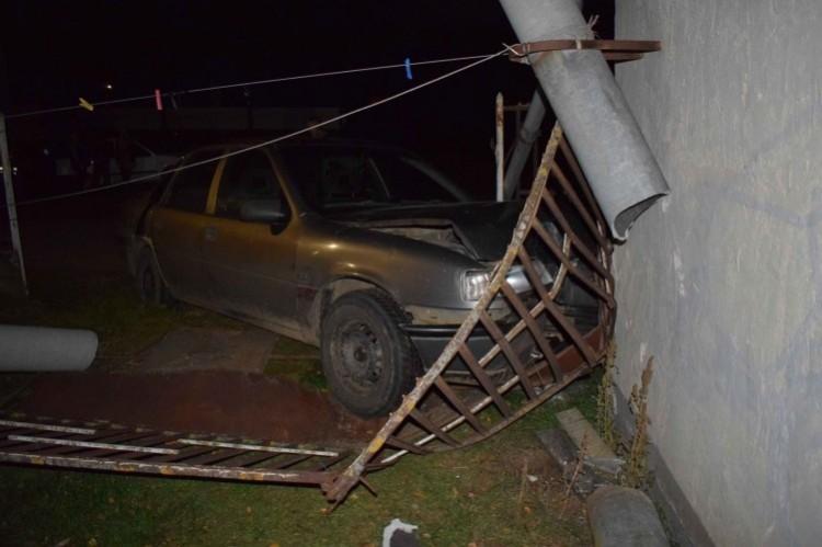 Elkötötte, majd összetörte az autót a nyíradonyi