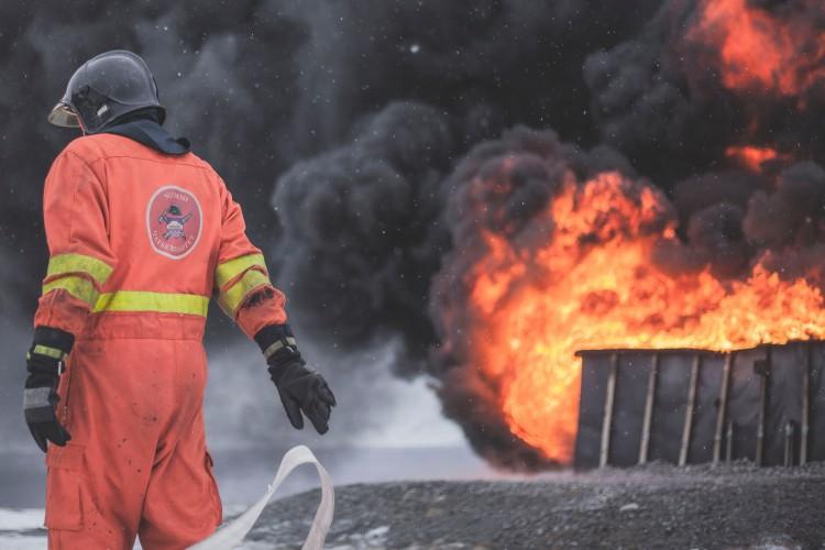 Hatalmas tűz tombol Bodaszőlőn! Egy embert füstmérgezéssel vizsgálnak