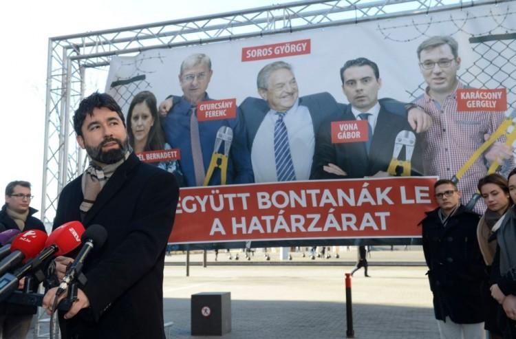 Soros György Vonát és Gyurcsányt ölelgeti...