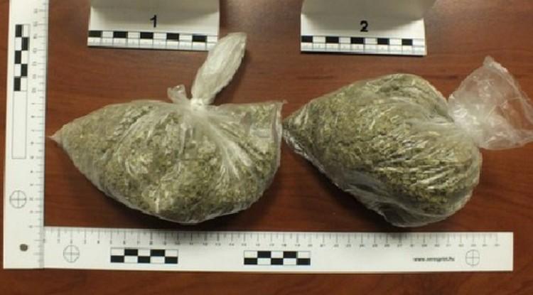 Kábítószeres egyekit kaptak el a 33-ason