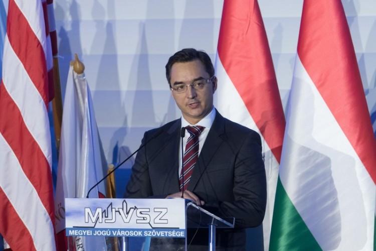 A debreceni polgármester is felszólalt a migráció ellen
