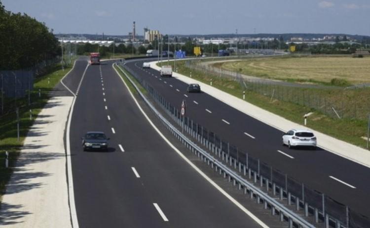 Kósa után Lázár is megígérte a négysávos utat a Debrecen-Szeged vonalon