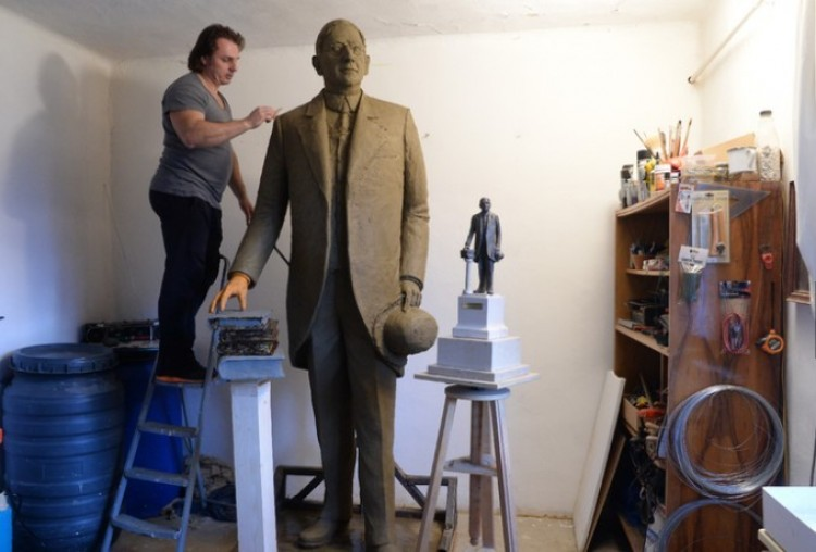 Már áll a szobra az embernek, aki szívügyének tekintette Debrecent