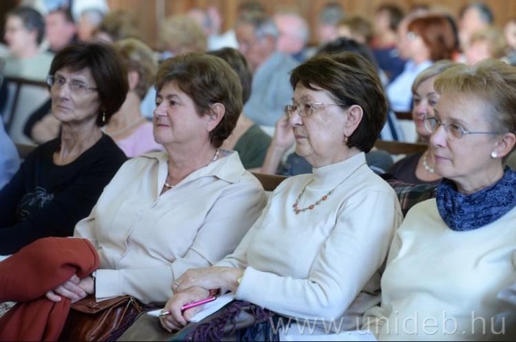 Tavasszal is ingyen tanulhatnak a szeniorok Debrecenben