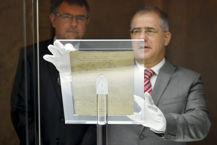 Kétszáz éves üzenetet adott át Kósa Lajos Debrecenben