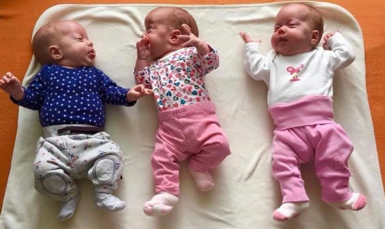 Jó hírünk van a félárván maradt hármas ikrekről!