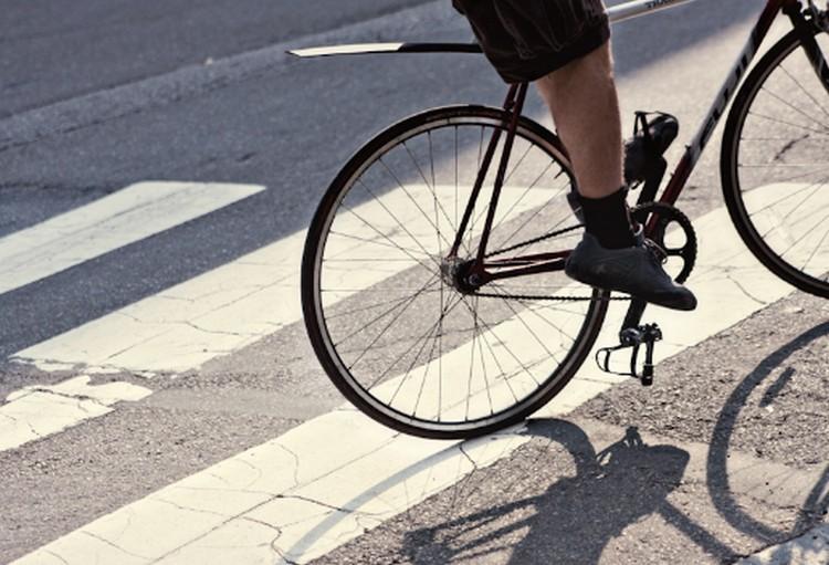 Biciklis gázolt gyalogost Debrecenben. Jelentkezzen, ha látta!