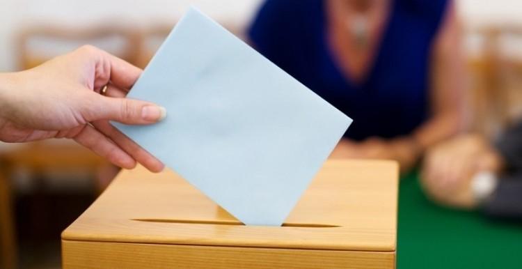 A fideszesek megmutatják az MSZP-snek, hol kell szavazni Debrecenben