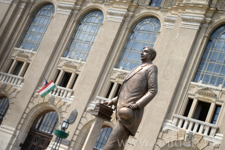 Nagy magyarnak állítottak szobrot Debrecenben