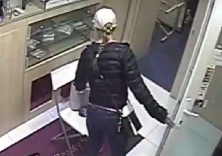 Fiatal nő lopott egy debreceni szépségszalonban