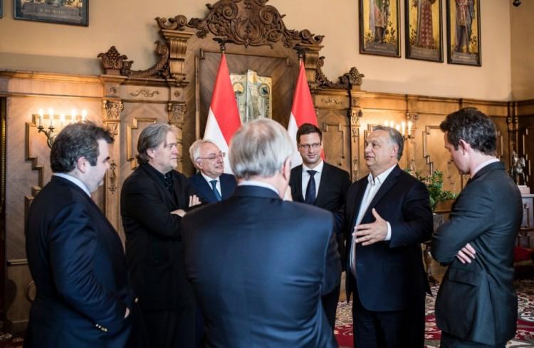 Orbán Viktor nagykutyákkal találkozott