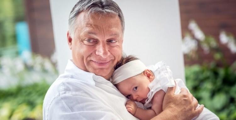 Gyerekáldás Orbán Viktoréknál