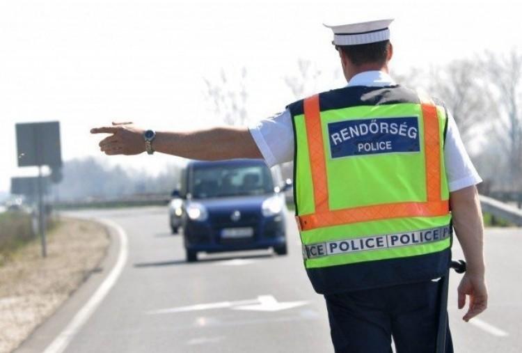 Hétfőtől már a műszaki vizsgapapírt is kéri a rendőr