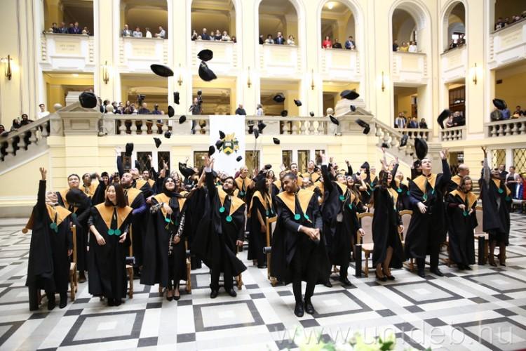 Kezdődnek a debreceni diplomaosztók