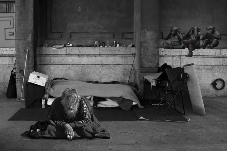 Betiltaná a hajléktalanságot a Fidesz