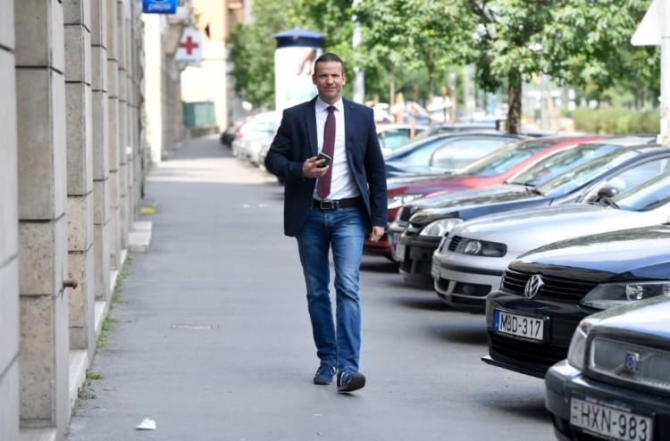 Toroczkait kivágták a Jobbikból