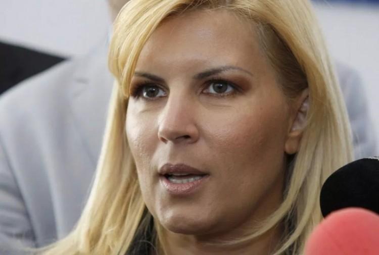 Hat év börtönre ítélték a szexi politikusnőt