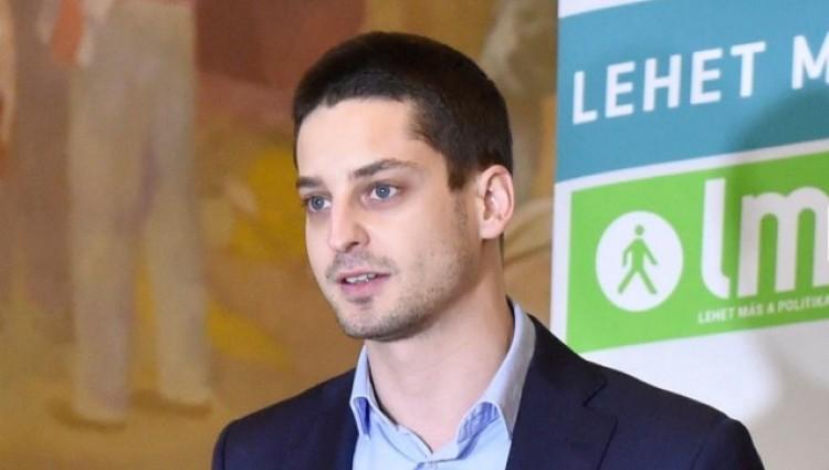 Ez a magyar képviselő nem titkolja a milliárdjait