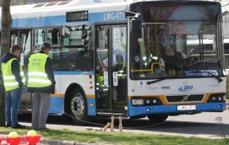 """""""Eltolták"""" 30 méterrel a buszmegállót Debrecenben"""