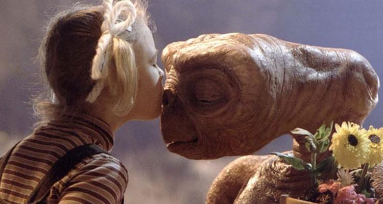 Aranyos földönkívüli érkezik a debreceni Roncsbárba