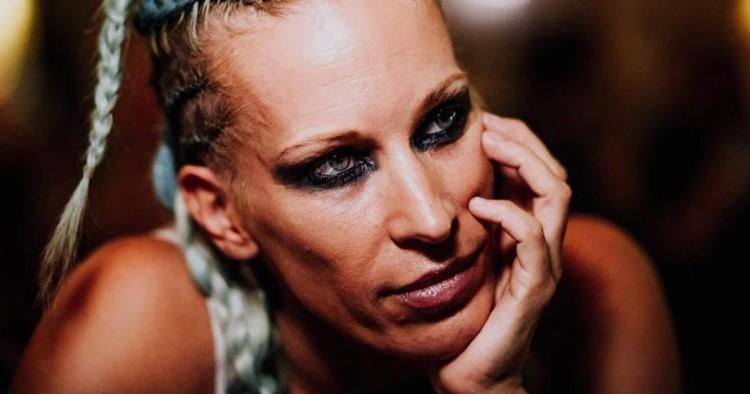 Halálos fenyegetést kapott a magyar énekesnő