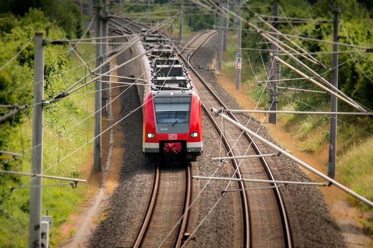 Tűz akadályozza a vonat útját