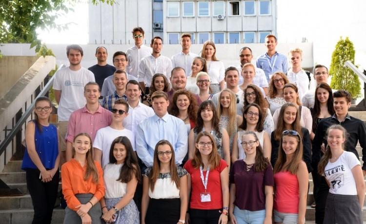 Középiskolások labormunkában a Debreceni Egyetemen