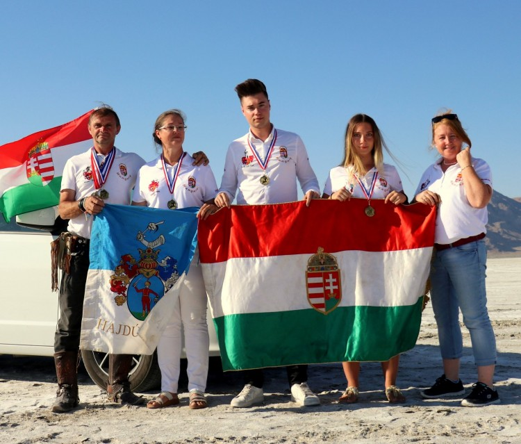 Távolsági világrekordot döntöttek meg a magyar íjászok