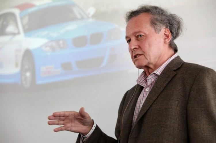 """A Debreceni Egyetem kitünteti a BMW """"dízelpápáját"""""""