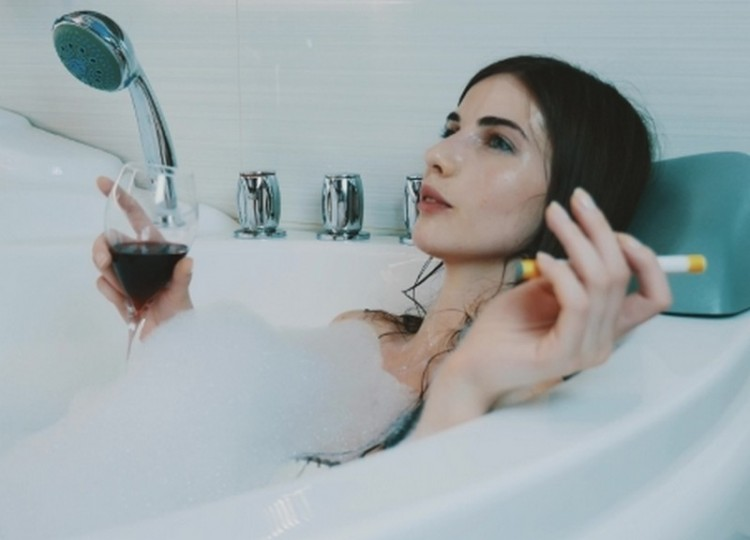 Fáradt anyukák: este egy pohár bor, aztán...
