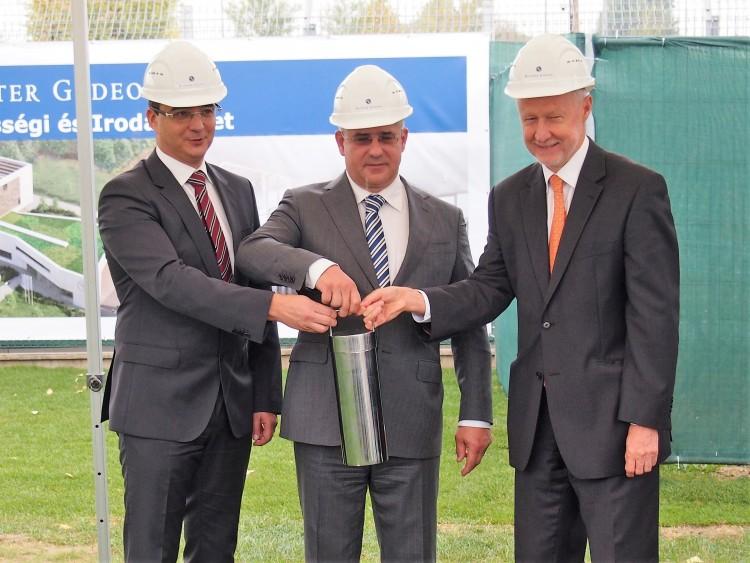 Kétmilliárdból építenek irodát Debrecenben