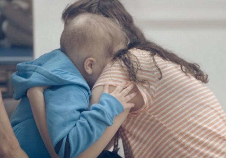 Döntés: több pénzt kapnak a beteg gyereket otthon ápolók